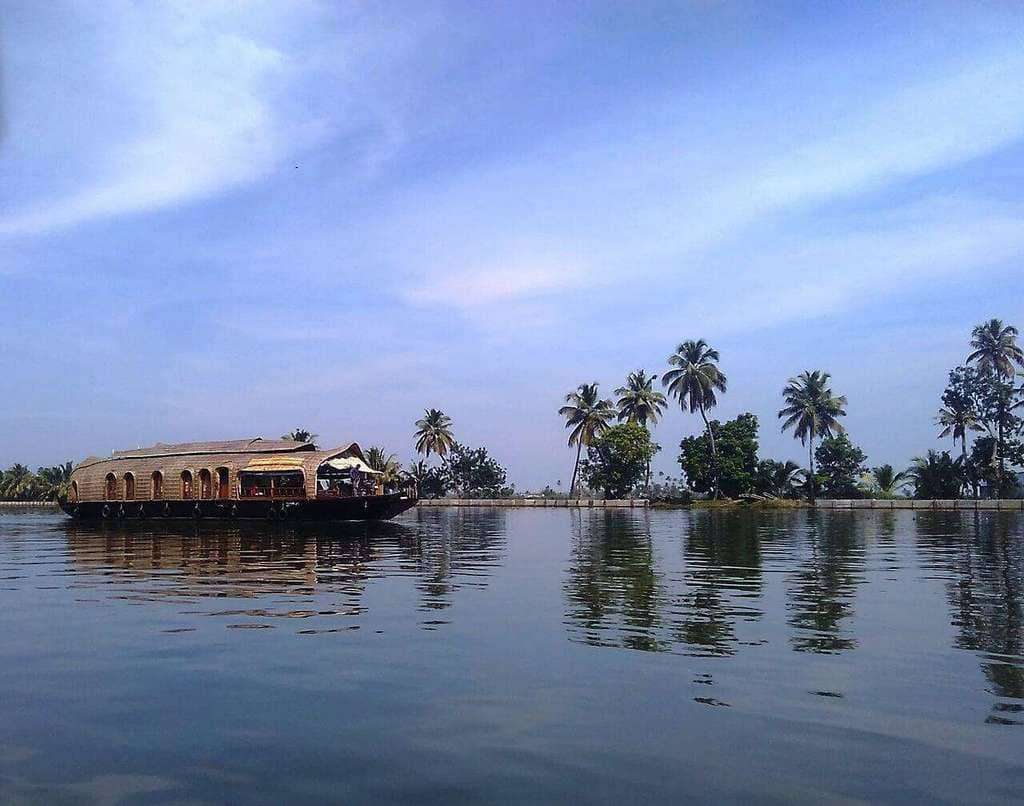 Allepy_Backwaters,_Kerala,_India