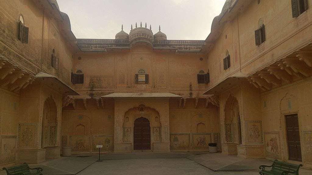 Courtyard_view_of_Mahal_built_-_Nahargarh_Fort,_Jaipur