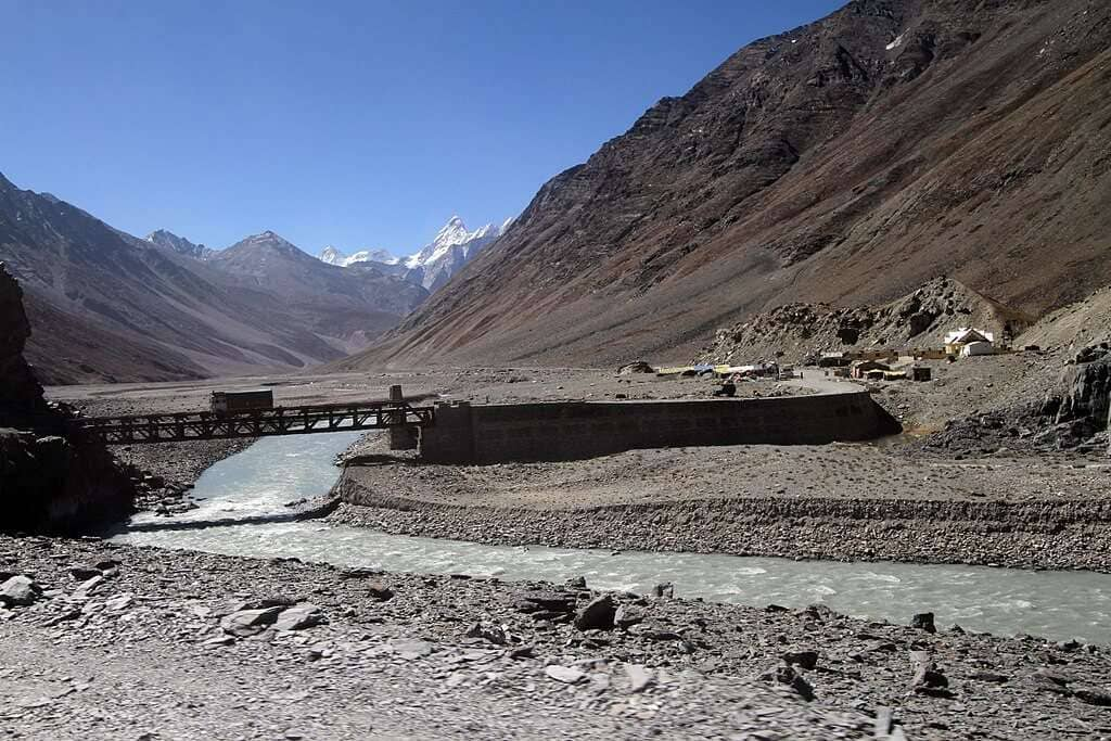Kunzum La-descending to Lahaul