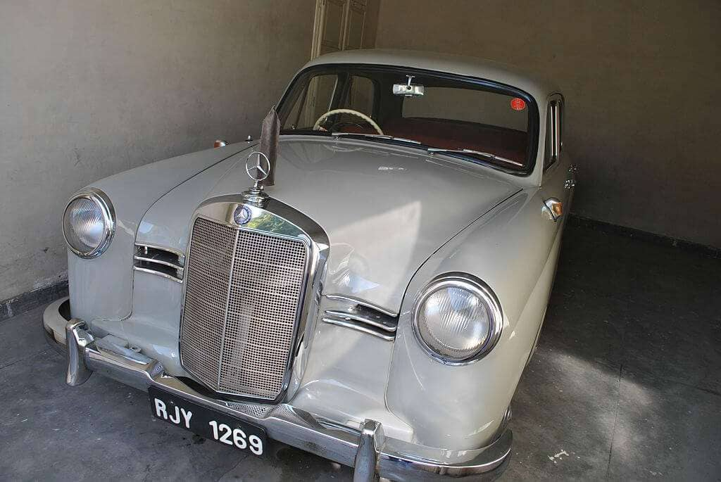 Mercedes_Benz_in_Vintage_&_Classic_Car_Collection_Museum,_Udaipur