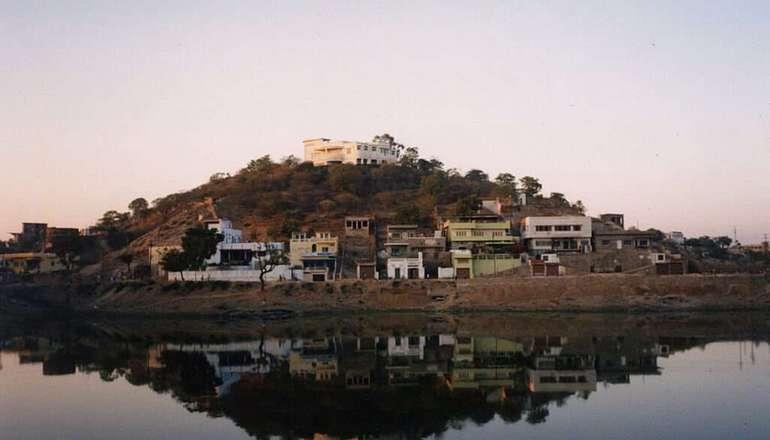 Pichola_Lake,_Udaipur,_Rajasthan,_India