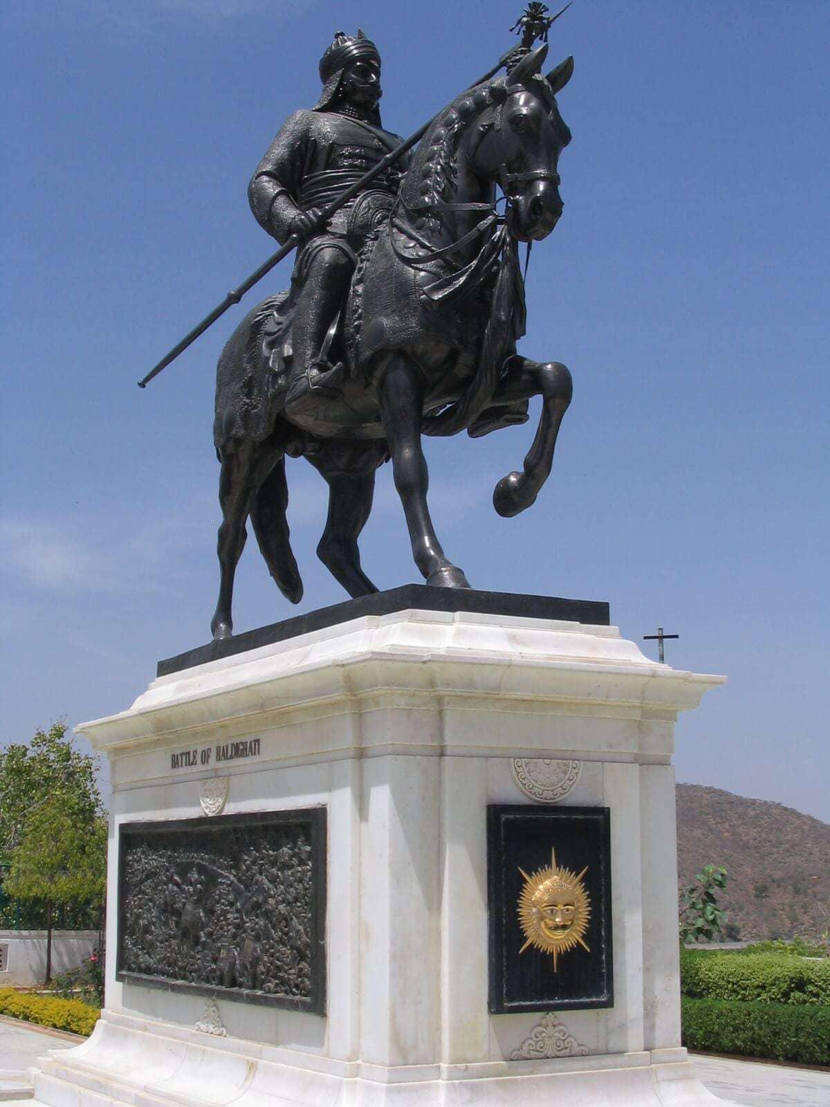 Statue_of_Maharana_Pratap_of_Mewar,_commemorating_the_Battle_of_Haldighati,_City_Palace,_Udaipur